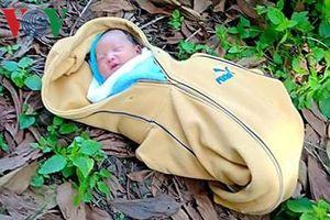 Cứu kịp thời bé gái sơ sinh bị bỏ rơi trong nghĩa địa