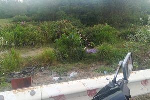 TP.HCM: Phát hiện xác chết nằm cạnh con dao tại bãi đất trống