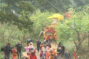 Dâng hương ngày hóa Đức Thánh Tản Viên và thực hành tín ngưỡng thờ Mẫu Tứ Phủ của người Việt