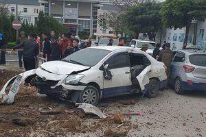 Clip: Tai nạn liên hoàn trước cổng Bệnh viện Sản Nhi Quảng Ninh