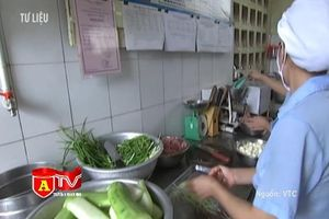 Hà Nội phối hợp liên ngành quản chặt các bếp ăn trường học