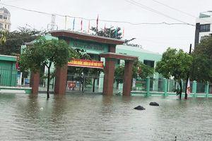 Ngày 11/12, học sinh Đà Nẵng tiếp tục nghỉ do mưa ngập
