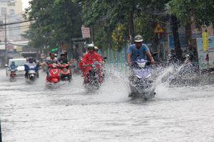 Vì sao Sài Gòn mưa lớn, sấm sét ầm trời sáng nay?