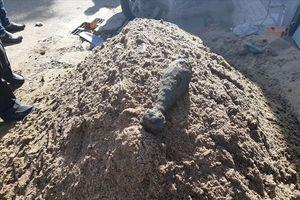 Bất ngờ đào nhầm vật thể 'lạ', nhóm công nhân hoảng loạn