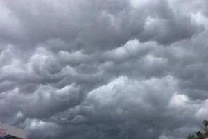 Sài Gòn mưa dông sáng 11/12: Vì sao và liệu có ảnh hưởng xem AFF Cup ngoài trời?