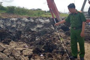 Đào đất xây nhà, công nhân phát hiện quả đạn cối
