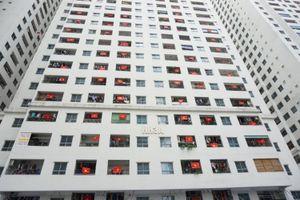Quốc kỳ nhuộm đỏ nhiều tòa nhà chung cư, trung tâm thương mại để cổ vũ đội tuyển Việt Nam