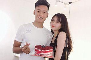 'Say nắng' trước cô bạn gái của trung vệ Nguyễn Thành Chung