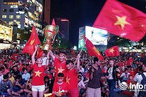 Chung kết AFF Cup: Phố đi bộ Nguyễn Huệ tràn ngập sắc đỏ
