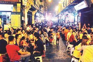 Kinh doanh về đêm tại phố cổ Hà Nội: Tiếp tục hay dừng?