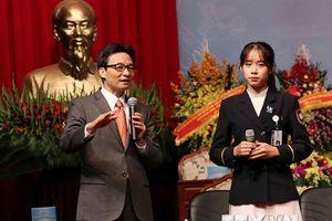Phó Thủ tướng Vũ Đức Đam cùng lãnh đạo bộ, ngành đối thoại sinh viên