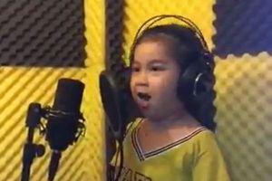 Bé gái 6 tuổi hát ca khúc 'Em yêu ông Park Hang-seo' gây sốt cộng đồng mạng