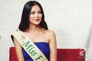 Hoa hậu Trái đất Phương Khánh bật khóc, xúc động phủ nhận tin đồn vô ơn, mua giải