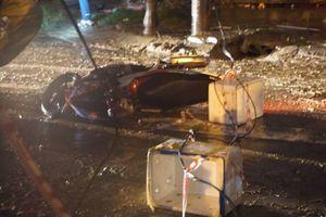 Dây điện rơi xuống đường khiến chồng bị giật điện, vợ bị cấp cứu