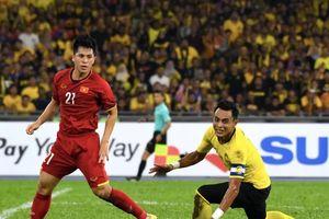 Fox Sport chỉ ra 5 điểm nhấn trận Malaysia - Việt Nam: 'Đỗ Duy Mạnh đã không bị thẻ đỏ khi huých cùi trỏ vào Zaquan'