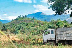 Cán bộ thôn tự ý chặn đường, thu phí xe tải
