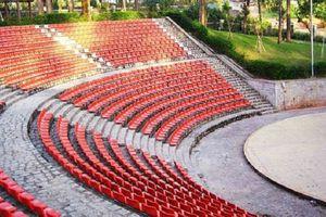 Thông tin cực 'hot' cho những ai yêu Đà Lạt: Dãy ghế trắng 'sống ảo' đã được sơn lại bằng màu đỏ cực ấn tượng