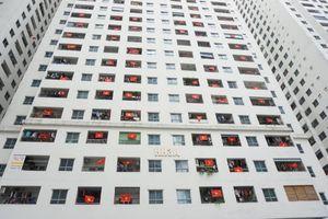 Chung cư vạn dân Linh Đàm nhuộm đỏ cờ Tổ quốc cổ vũ thầy trò HLV Park Hang-seo