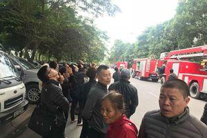 Hà Nội: Chung cư Linh Đàm bất ngờ bốc cháy nhiều người dân hoảng loạn