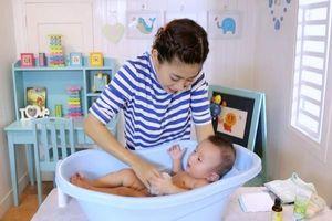 Mùa đông tắm cho bé thế nào để không bị ốm?