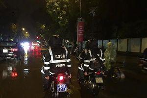 Công an Hà Nội dầm mưa lạnh đảm bảo an ninh sau trận chung kết lượt đi