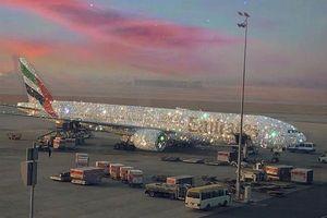 Nóng nhất hôm nay: Xôn xao vì chiếc máy bay dát kín kim cương ở Dubai