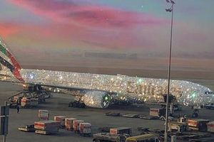 Sự thật về máy bay Emirates Arlines của Dubai được phủ kim cương
