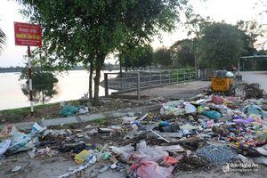 Bãi rác 'bất đắc dĩ' vì người dân … tiện thể