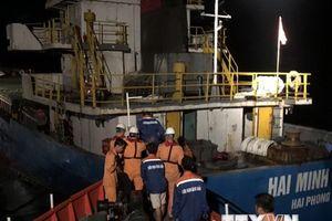 Quảng Trị cứu trợ thành công 9 thuyền viên gặp nạn trong đêm