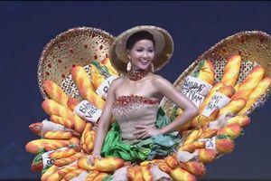H'Hen Niê gây ấn tượng với màn trình diễn thiết kế bánh mì