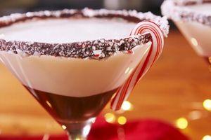 Clip: Trổ tài làm bartender với ly cocktail bạc hà cực độc đáo cho mùa Giáng Sinh