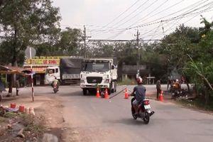 Va chạm với xe ben, 2 nam thanh niên bị thương nặng