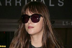 Kiều nữ '50 sắc thái' Dakota Johnson xinh đẹp cuốn hút tại sân bay