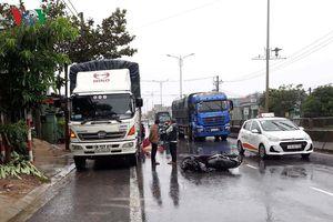Quảng Trị: Va chạm với xe tải, 2 người thương vong