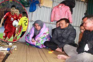 Công nhân cuộn chăn cổ vũ tuyển Việt Nam tại khu nhà 'ổ chuột' chỉ có 2 chiếc tivi ở Hà Nội