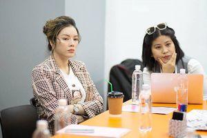Đạo diễn Hàn Quốc tiết lộ lý do Lý Nhã Kỳ chịu bỏ tiền ra 'cứu' song phim 'Thiên đường' vẫn bị dừng