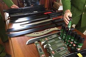 Triệt phá 'đại lý' chuyên bán vũ khí, công cụ hỗ trợ trên Internet