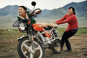 Nhiếp ảnh gia dành 'cả tuổi thanh xuân' để ghi lại cuộc sống người Mông Cổ
