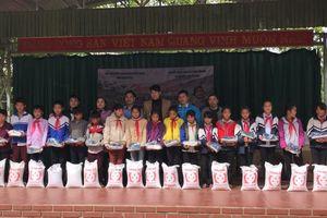 Trao 1.800 suất quà cho học sinh vùng cao nghèo Điện Biên Đông