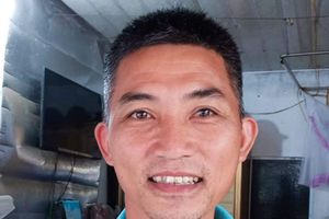 Thầy giáo Hà Tĩnh thuê xe ôm tìm người bỏ quên số tiền lớn khi ngồi chờ xe buýt