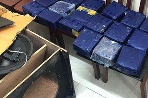 Bắt 2 đối tượng ngụy trang 19kg ma túy trong loa thùng đưa vào Việt Nam