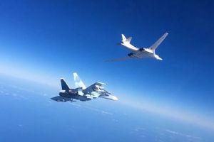 Hiếm hoi Su-30 và F-16 Venezuela 'hộ tống' 2 oanh tạc cơ Tu-160 của Nga