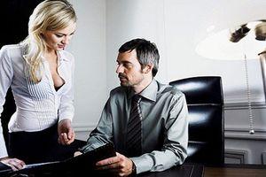 5 lý do chồng có đứng đắn đến mấy cũng dễ sa lưới tình công sở, chị em cẩn thận nhé