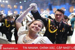 1.500 thiếu sinh quân tham gia tiệc khiêu vũ gần Điện Kremlin ở Moscow