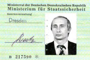 Phát hiện thẻ căn cước 'cổ' của Tổng thống Putin tại Cơ quan tình báo Đông Đức