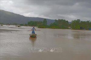 Mưa lũ tại Bình Định làm 6 người chết, hơn 10.000 ngôi nhà bị ngập sâu