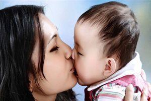 Thực hư nụ hôn 'thần chết' khiến trẻ nhiễm virus