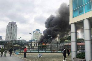 Hà Nội: Cháy lớn tại xưởng sửa chữa ôtô cạnh trụ sở VFF