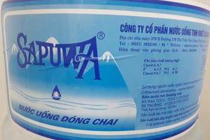 Nước uống Sapuwa có mùi khó chịu, nhân viên thách thức khách hàng