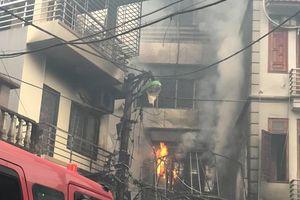 Cháy lớn quán karaoke tại Hà Nội, cột khói bốc cao hàng trăm mét